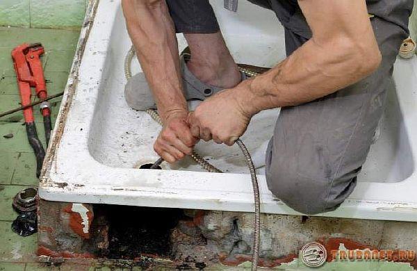 фото: Пробивка канализации своими руками