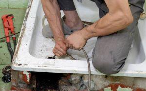 Kak prochistit` kanalizatcionny`e truby` v chastnom dome