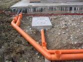 Фото: Установка канализационных труб в частном доме