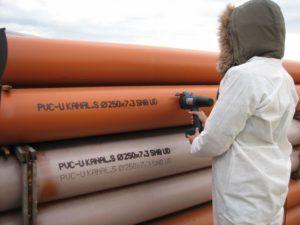 Фото - пример нанесения маркировки на водопровод из пвх