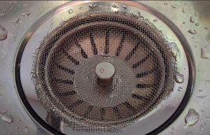 Фото: сетка на сливное отверстие раковины