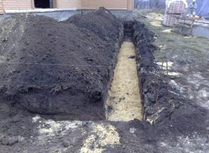 Фото: Подготовка траншеи для водопровода
