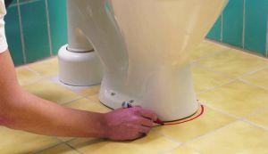 Фото: Подсоединение унитаза к канализации винтовые фланцы