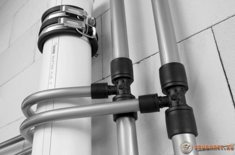 Фото: Трубы из сшитого полиэтилена для водоснабжения