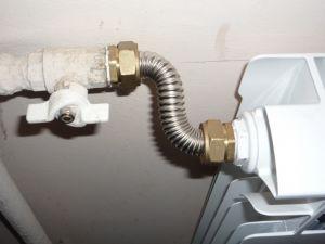 Фото: Ustanovka fitinga na gofrotrubu iz stali