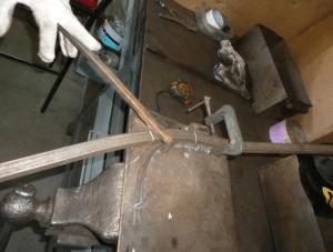 Фото: гибка профтрубы нестрандартным методом