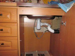 Фото - подключение мойки к канализации через сифон