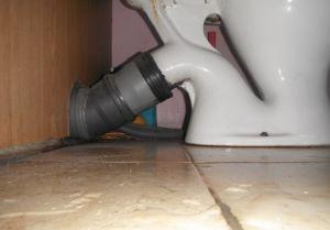 Фото: раструбное соединение унитаза с канализационной трубой