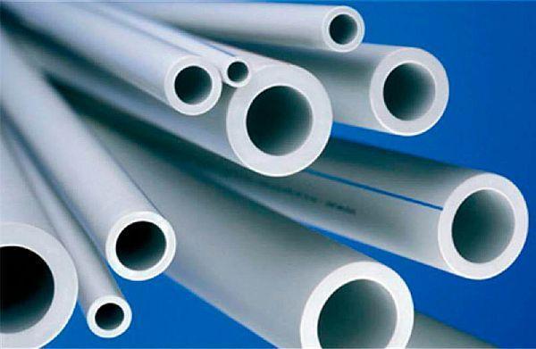 Фото – труба ПНД для монтажа холодного водоснабжения (синяя полоса)