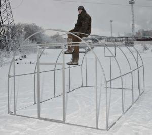 Фото: установка металлической теплицы