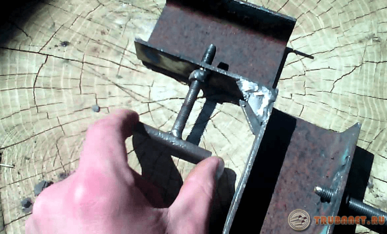 Фото: угловой зажим для сварочных работ