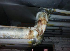 фото: Ремонт течи на трубопроводах