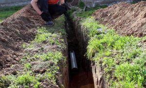 фото: на какую глубину закапывать канализационную трубу