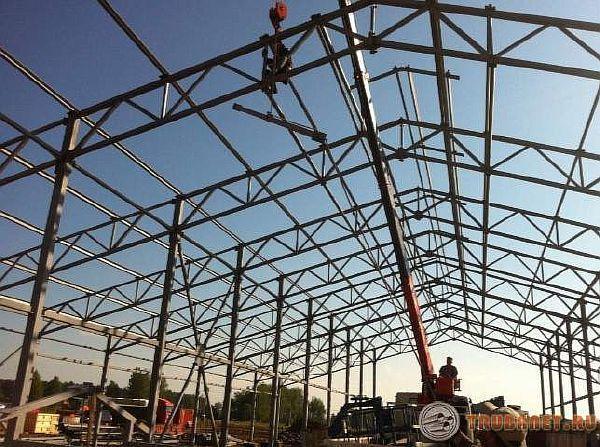 Фото: металлоконструкция из профильных стальных трубопрокатов