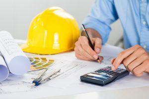 Фото: расчет на калькуляторе в строительстве