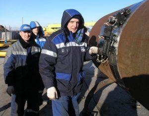 Фото: Неразрушающий контроль сварных швов трубопровода