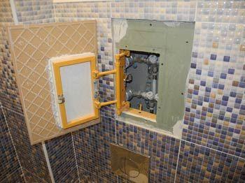 Фото – фальшь стена в туалетной комнате