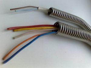 Фото: Гибкий стальной кабель канал
