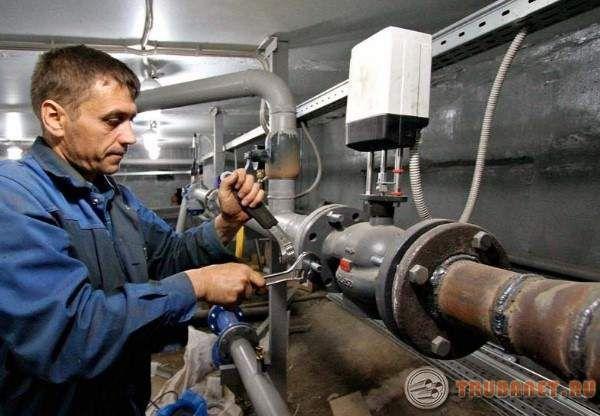 Фото: испытания тепловых сетей под давлением