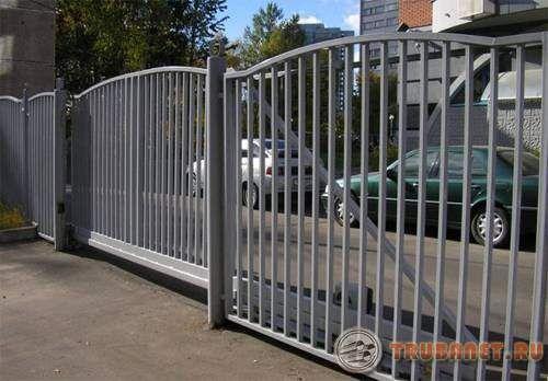 Фото: Пример исполнения откатных ворот с применением профтруб своими руками