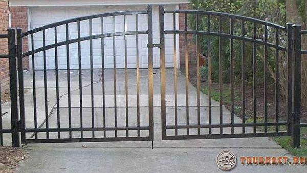 Фото: 1. Стальные распашные ворота из профильной трубы своими руками
