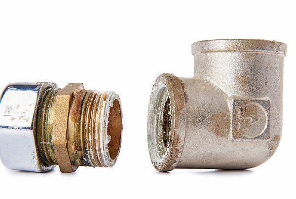 Фото 4. Резьбовое соединение с застывшим внутри герметиком