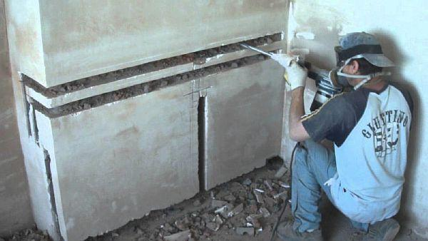 Фото 4. Штробление стен под трубопровод
