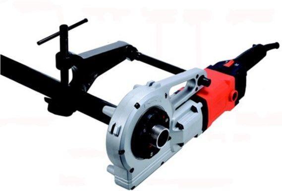фото: электро инструмент для резьбовой нарезки