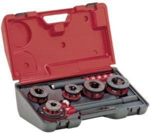 фото: набор для резьбовой нарезки