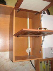 фото - как спрятать трубопровод для газа на кухне с помощью гарнитура