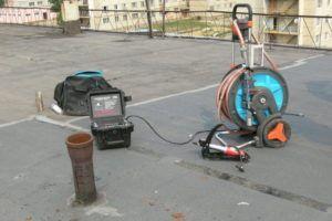 Фото - блокирование канализационной трубы должнику