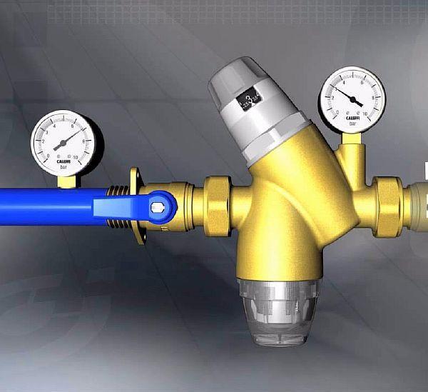 Фото 4. Редуктор для регулировки давления в системе водопровода и место его установки