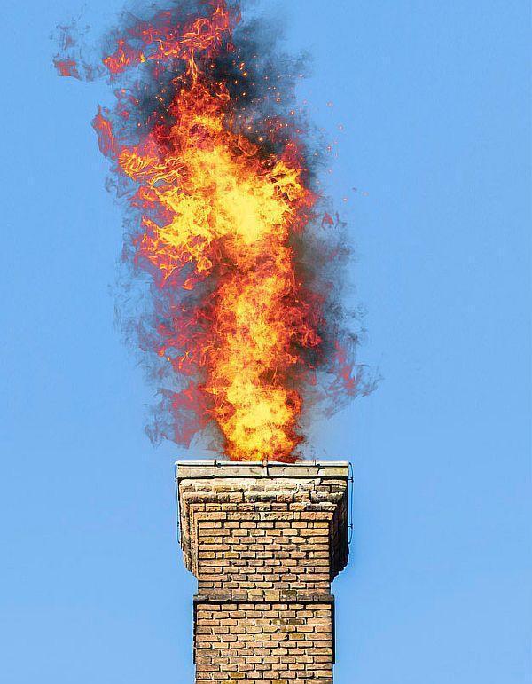 Фото 4. Горение сажи в дымоходе