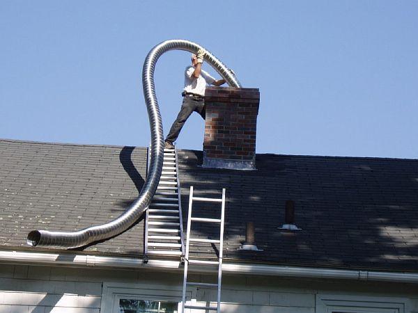 Фото - гильзование кирпичного дымопровода гофротрубой