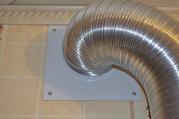 Фото - Гибкий вытяжной отвод из алюминия для кухонной вытяжки