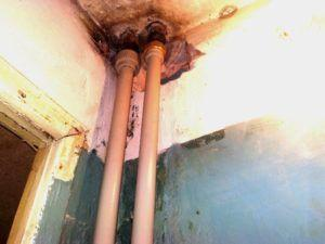 Фото – стояк канализационной системы