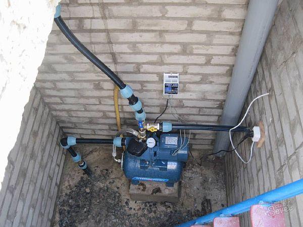 Фото – самовсасывающий насос для скважины повышающий напор в трубопроводе