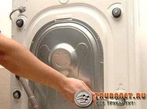 Фото – Как снимаются транспортировочные винты со стирального аппарата