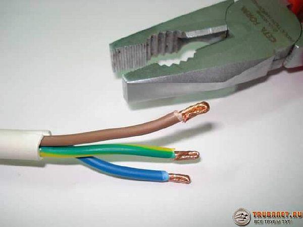 Фото - сечение медных проводов для подключения – 2,5-3,0 мм.кв