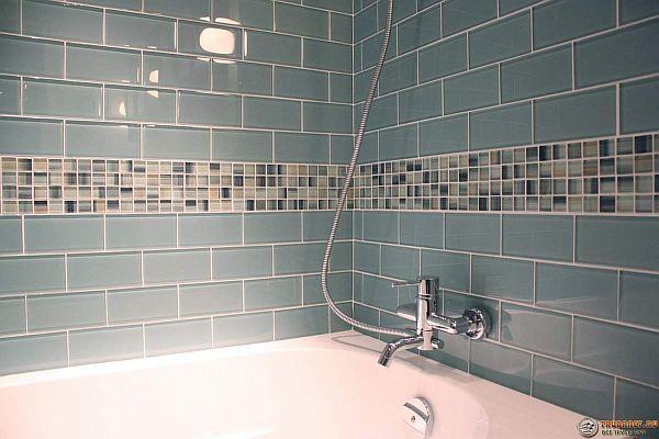 Фото – использование способа установки со сдвигом в ванной комнате
