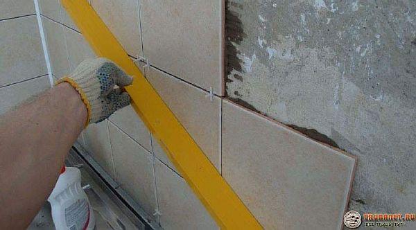 Фото – контроль плоскостности стены