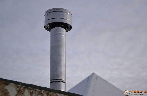 Фото – труба вентилирования с дефлектором на крыше дома