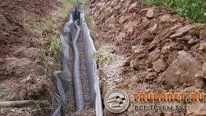 Фото – водовод дренажной системы на стадии монтажа