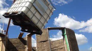 Фото – установка емкости для канализационной системы в частном доме