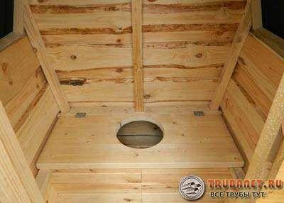 Фото – деревянный туалет