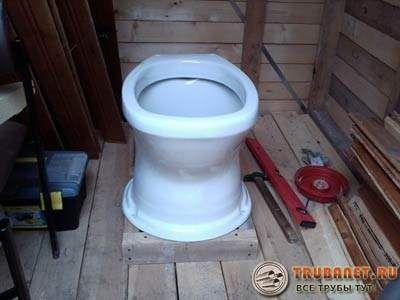 Фото – установка дачного туалета