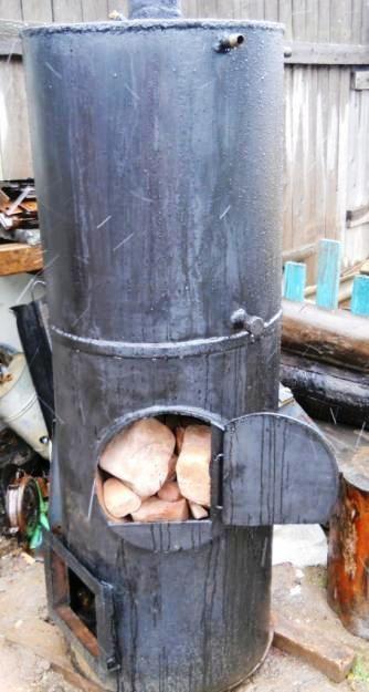 Фото — Расположение бочка над каменкой.