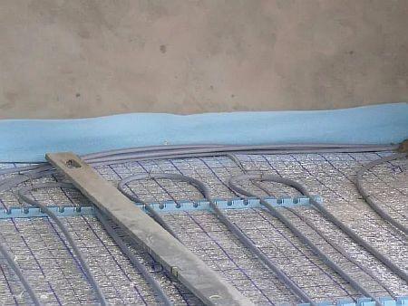 Фото — Укладка демпферной ленты.
