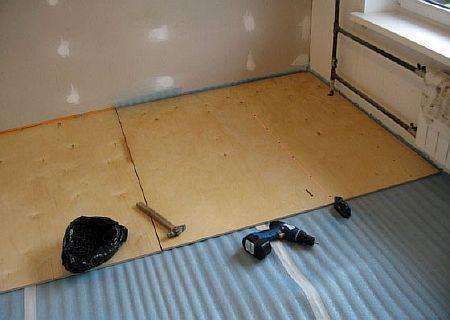 Фото -  укладываем фанеру на бетонное основание