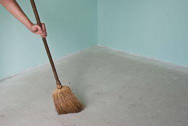 ФОТО - Очистка основания под тёплый пол от мусора
